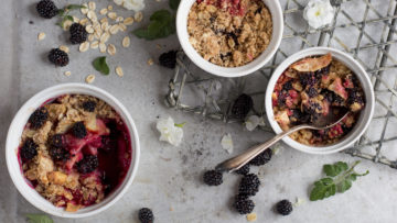 apple and blackberry oats